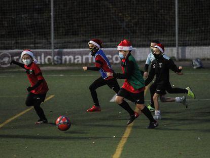 El Benjamín B del Villaverde, entrenando tras el 0-31 recibido ante el Madrid.