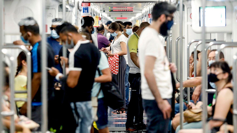 España multiplica casi por ocho los casos de coronavirus de Italia en el último mes