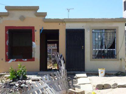 Vivienda abandonada y vandalizada en un conjunto de habitacional en la periferia de Tijuana, en México.