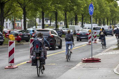 Carriles bici provisionales instalados en Berlín.