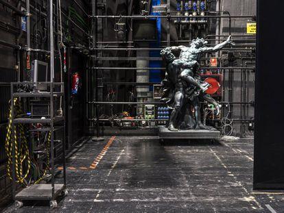 Una de las esculturas de 'Aquiles en Esciros' que quedaron congeladas en el escenario durante el confinamiento.