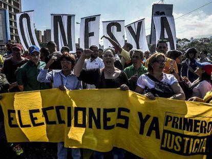 Opositores a Nicolás Maduro se manifiestan en caracas, el pasado martes.