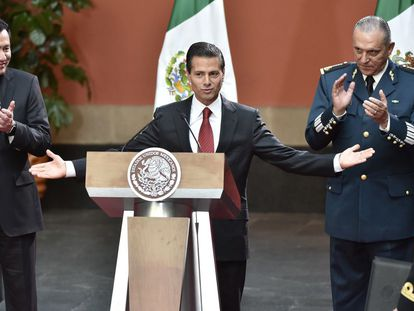 Peña Nieto y a su derecha, Osorio Chong durante el sexenio anterior.