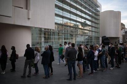 Colas en la entrada del Museu d'Art Contemporani de Barcelona (Macba) en la Nit dels Museus.