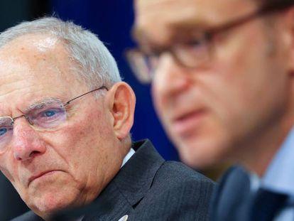 Wolfgang Schäuble, ministro alemán de Finanzas, y Jens Weidmann, presidente del Bundesbank, en el G20 celebrado en Baden-Baden (Alemania) el pasado marzo.