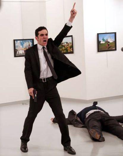 Imagen del fotógrafo turco Burhan Ozbilici, ganadora del World Press Photo.