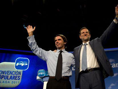 Mariano Rajoy y José María Aznar en la Convención Nacional del PP en octubre de 2011.