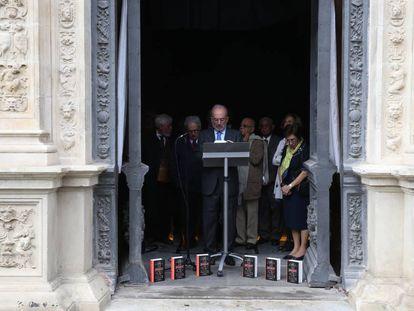 Lectura de 'Rayuela', de Julio Cortázar, en el Ayuntamiento de Sevilla, dentro de los actos del congreso de la Asale.