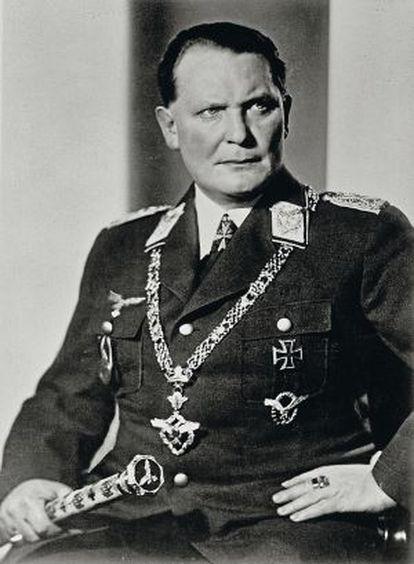 Herman Goering con sus condecoraciones.