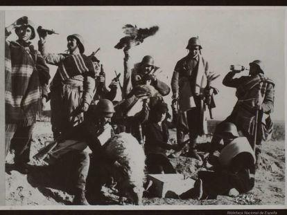 Soldados republicanos en el frente. BIBLIOTECA NACIONAL DE ESPAÑA