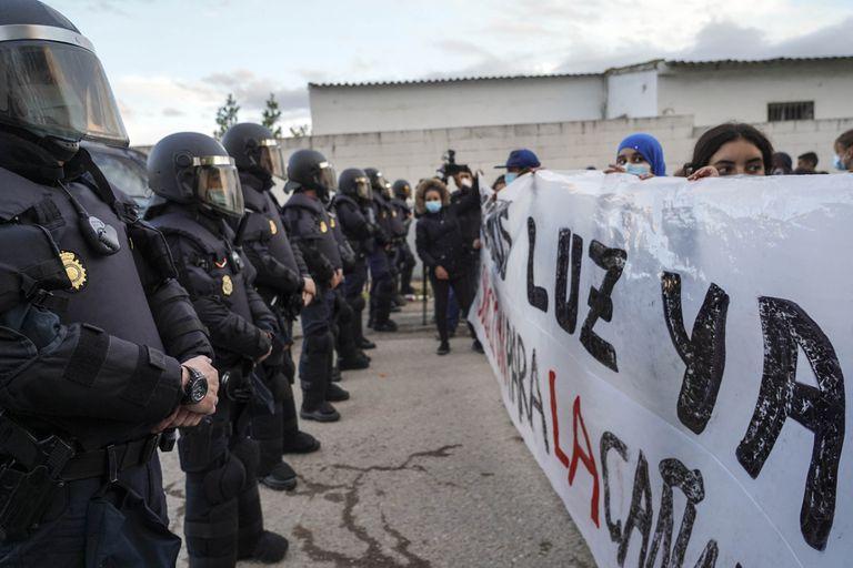 Antidisturbios el miércoles ante vecinos de la Cañada Real que piden que vuelva el suministro eléctrico