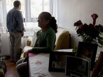 La pareja, en el piso donde reside con su familia