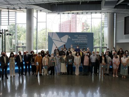 Un grupo de las víctimas de violencia política homenajeadas en el acto celebrado este sábado en Bilbao.