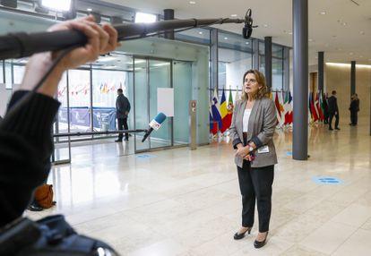 Teresa Ribera se dirige a los medios en Luxemburgo.