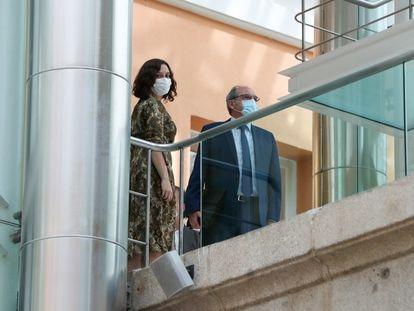 Isabel Díaz Ayuso se reúne con el portavoz del PSOE, Ángel Gabilondo, en la Asamblea de Madrid.