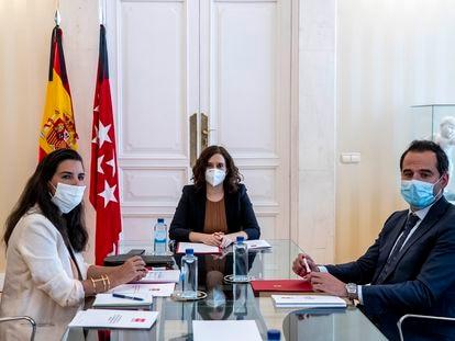 Isabel Díaz Ayuso, Rocío Monasterio e Ignacio Aguado, durante una reunión celebrada en junio.