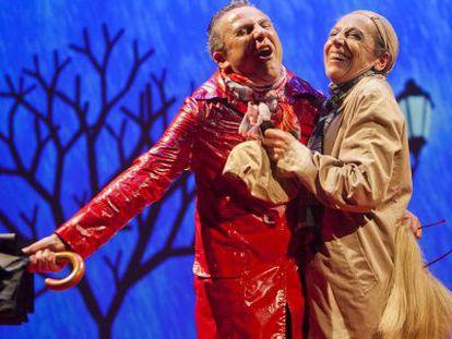 Un momento de la obra 'Adúlteros', que se estrena en Sevilla.