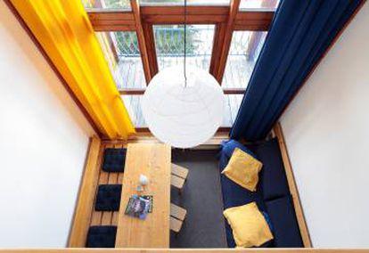 Interior de uno de los apartamentos de Les Arcs, que Charlotte Perriand diseñó en Los Alpes franceses.