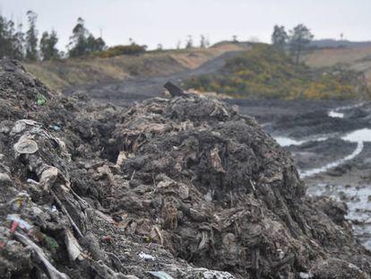 Imagen de los lodos de depuradora sin tratar facilitada por la plataforma de afectados de Santiago-Miramontes.