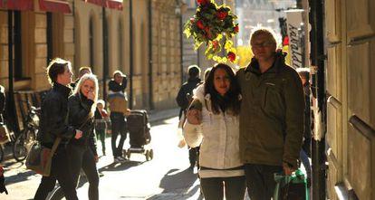 Noemi Boix junto a su pareja en Suecia.