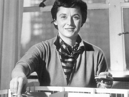 Antes de incorporarse a la compañía del que después sería su marido, Florece Knoll ya se había hecho un nombre como arquitecta y diseñadora y había trabajado con destacadas figuras del movimiento moderno como Walter Gropius, Marcel Breuer, Eliel Saarinen o Ludwig Mies van der Rohe.  
