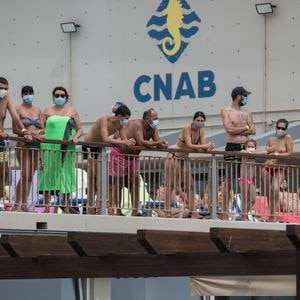 12/07/2020 - Barcelona - Usuarios del Club de Natacion de la Barceloneta con mascarillas.  Foto: Massimiliano Minocri
