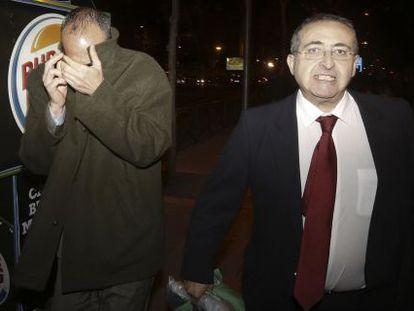 Juan José Gil panizo a la salida del juzgado en 2014.
