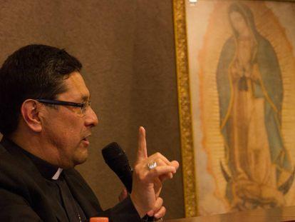 Alfonso Miranda, portavoz del episcopado mexicano, en rueda de prensa.