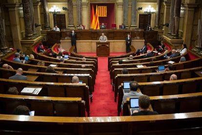 El president de la Generalitat, Quim Torra, durante el debate la gestión de las residencias para personas mayores.