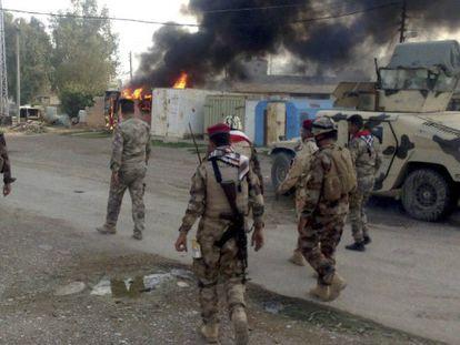 En la foto (Efe), soldados iraquíes tras la recuperación de Al Saadiya, al noreste de Irak, el 24 de noviembre   En el vídeo (Reuters), declaraciones del portavoz del Pentágono