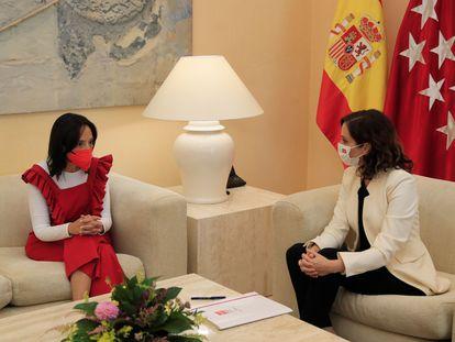 La delegada del Gobierno en Madrid, Mercedes González, y la presidenta de la Comunidad de Madrid, Isabel Díaz Ayuso, este martes.