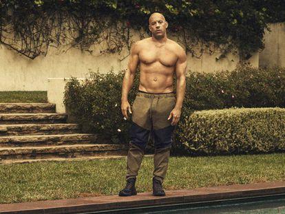 En la piscina en la que Diesel posa con pantalones Moncler y botas Coach x MBJ también se bañaba Esther Williams, la sirena de Hollywood.