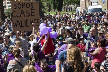 09/05/15 Ambiente mitin para las elecciones municipales, en la plaza mayor de nou barris, Barcelona con Pablo Iglesias de la formación politica Podemos y Ada Colau de Barcelona en Comu .