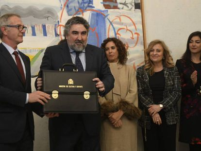 Rodríguez Uribes recibe la cartera de Cultura y Deporte de manos de su predecesor, José Guirao.