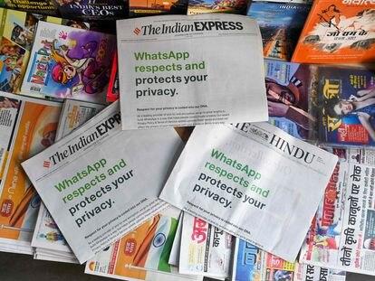 Un anuncio de WhatsApp en un quiosco de periódicos en Nueva Delhi (India) el pasado 13 de enero.
