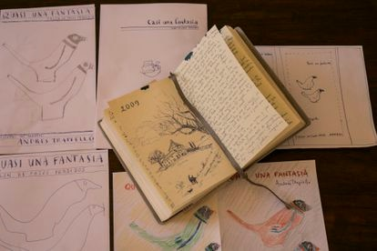 Cuaderno manuscrito y bocetos para la cubierta de 'Quasi una fantasía', el nuevo tomo de los diarios de Andrés Trapiello.