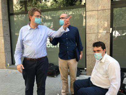 El presidente del PDeCAT, David Bonvehí (derecha), con el secretario de Organización, Ferran Bel (izquierda), y Genís Boadella.