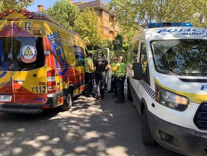 Policía y Samur, en el lugar del suceso este domingo.