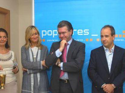 Inauguración de la sede del PP en Boadilla del Monte con González Panero (segundo por la derecha).