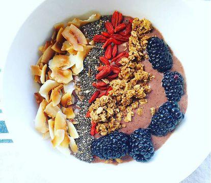 Receta a base de coco, chía, bayas, avena y moras que aparece en uno de los libros de cocina de Gwyneth Paltrow.