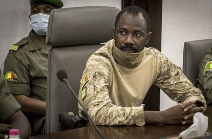 El coronel Assimi Goïta, vicepresidente de Malí y líder de la junta militar golpista, durante un encuentro con representantes de la Cedeao en Bamako el pasado mes de agosto.