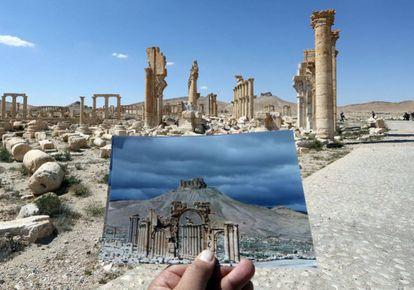 Una imagen del Arco del Triunfo (Palmira, Siria) tomada el 14 de marzo de 2014 frente a una vista general tomada el 31 de marzo de 2016.