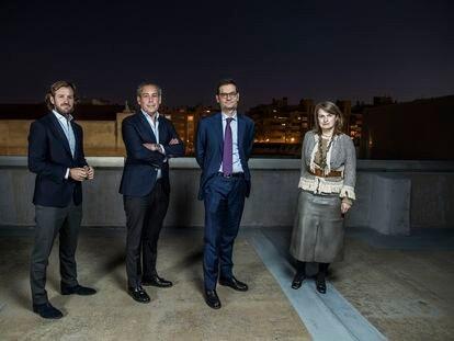 De izquierda a derecha, Rosauro Varo, vicepresidente no ejecutivo; Manuel Mirat, consejero delegado; Joseph Oughourlian, presidente no ejecutivo; y Béatrice de Clermont-Tonnerre, consejera coordinadora, el martes 23 de febrero en Madrid.