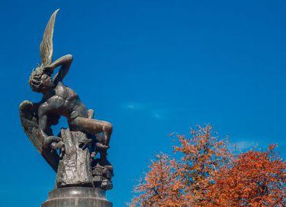 El monumento al Ángel Caído del parque del Retiro en Madrid, obra de Ricardo Bellver fechada en 1877