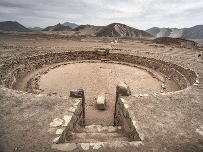Un anfiteatro en Caral. Hace 5.000 años el culto al fuego ya utilizaba el manejo de la energía del viento.