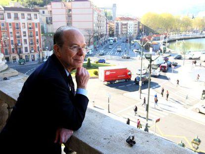 Ibon Areso, en el balcón del Ayuntamiento de Bilbao.