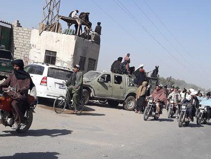 Combatientes talibanes en Lashkar Gah, capital de la provincia de Helmand, este viernes.