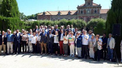 Gerard Figueras y Gerard Esteva, en el centro, presentan el acuerdo de la proposición de ley del deporte, en 2019.