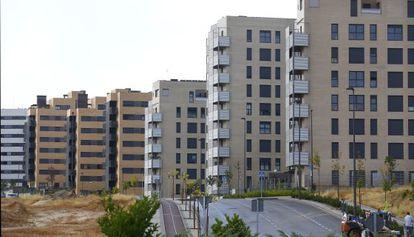 Bloques de viviendas nuevas y vacías en Tres Cantos.