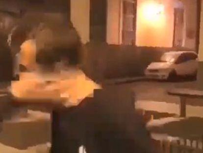 Un joven de Agaete, en Canarias, recibió un fuerte bofetón y al desplomarse se golpeó con un banco de piedra